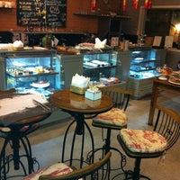 Foto tirada no(a) Guy Restaurante por Elizabeth L. em 10/31/2013