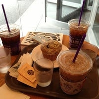 Photo taken at The Coffee Bean & Tea Leaf by Yunha K. on 9/6/2013