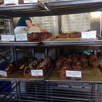 Photo prise au Neighbor Bakehouse par Annie W. le4/17/2015