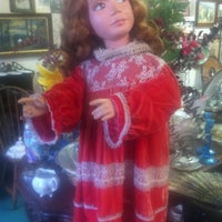 Photo taken at Dolly's Antiques by Ary M. on 4/25/2013