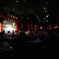 Das Foto wurde bei Gotham Comedy Club von Laura V. am 5/2/2013 aufgenommen