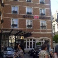 Foto scattata a Hotel Amigo da Hanny Y. il 6/8/2013