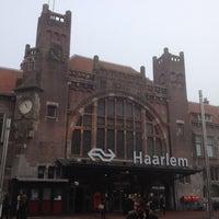 Photo taken at Station Haarlem by Jacky K. on 10/22/2012