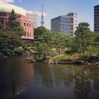 Photo taken at Kyu-Yasuda Garden by Ryuichiro I. on 8/18/2013