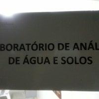 Photo taken at laboratório de águas e solos by Mauricio M. on 4/1/2013