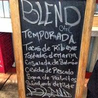 Foto tomada en Blend Café por Andres P. el 5/28/2013