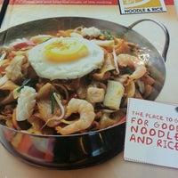 Photo taken at Qua-Li Noodle & Rice by Мариа on 9/25/2014