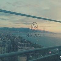 5/31/2014 tarihinde Anna P.ziyaretçi tarafından Ege Palas Roof Bar'de çekilen fotoğraf