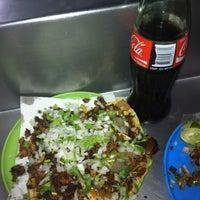 Foto tomada en Tacos Beto por Christian B. el 6/29/2013