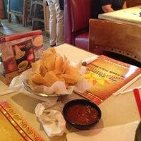 Foto tomada en La Parrilla Mexican Restaurant por Victoria W. el 5/16/2013
