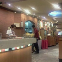 Photo taken at Pizza Hut by Rogie A. on 4/18/2013