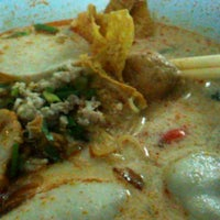 Photo taken at Udomsuk Tomyum Noodle by iCee PuiPui S. on 6/26/2013