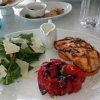 9/18/2013 tarihinde Özlem E.ziyaretçi tarafından La Gioia Cafe Brasserie'de çekilen fotoğraf