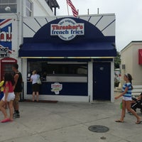 Photo taken at Thrasher's French Fries by Elizabeth A. on 7/28/2013