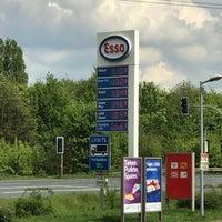 Photo taken at Esso Tankstelle Lauenau by Thorsten D. on 5/13/2017