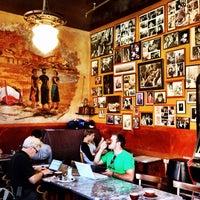 Das Foto wurde bei Caffe Trieste von Daniel A. am 9/5/2013 aufgenommen