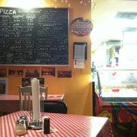 10/23/2012 tarihinde M S.ziyaretçi tarafından Luigi's Pizzeria'de çekilen fotoğraf