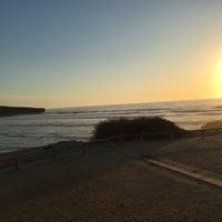 Foto tirada no(a) Praia da Amoreira por Stephan M. em 8/8/2016