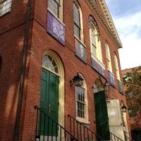 Das Foto wurde bei Old Town Hall in Salem von Aaron D. am 9/7/2013 aufgenommen