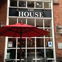 Foto tirada no(a) The House por Cindy C B. em 10/26/2012