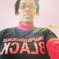 Photo prise au 5710 (LGBTQ Student Life & OMSA) par Amanda Michelle J. le11/25/2014