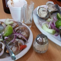Photo taken at Mariscos El Memin by Didis C. on 4/10/2015
