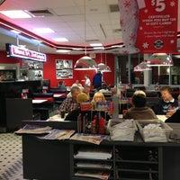 Photo taken at Steak 'n Shake by Mui M. on 11/26/2012