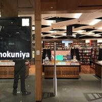 Foto tirada no(a) Books Kinokuniya por Clint L. em 4/24/2017