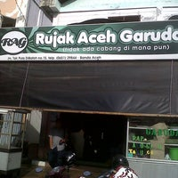 Photo taken at Rujak Aceh Garuda by Ikhwanul H. on 9/22/2013