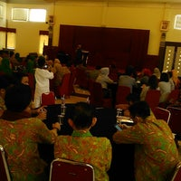 Photo taken at RM Saung Bale Kambang by Ikhwanul H. on 7/28/2014