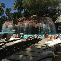 Foto diambil di The Mirage Pool & Cabanas oleh Ricky C. pada 4/2/2013