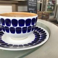 Foto tirada no(a) Café Mutteri por Markus Y. em 5/25/2017