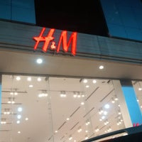 Photo taken at H&M | اتش اند ام by Basim A. on 5/31/2014