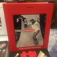 Снимок сделан в Rizzoli Bookstore пользователем Eva W. 10/10/2016