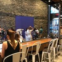 Foto tomada en FEED Shop & Cafe por Eva W. el 6/29/2018