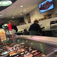 Photo taken at Volendammer Vishandel Sier by Joop B. on 3/16/2018