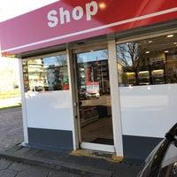 Photo taken at Volendammer Vishandel Sier by Joop B. on 3/19/2018