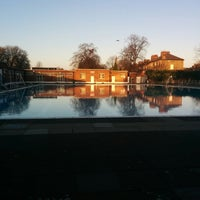 Photo prise au Brockwell Lido par Charlie E. le12/25/2014