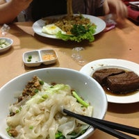 Photo taken at Bakmi Ayam & Chinese Food AKAI by Nita M. on 4/19/2013