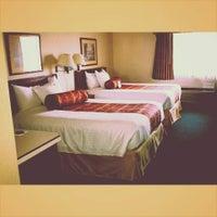Photo taken at Rogue Regency Inn by Michelle M. on 8/11/2014