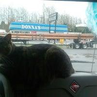 Das Foto wurde bei Donnas Truckstop von Plush T. am 3/29/2014 aufgenommen