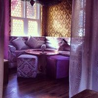 4/7/2013 tarihinde Nilsu S.ziyaretçi tarafından Al Fakheer Shisha Lounge'de çekilen fotoğraf