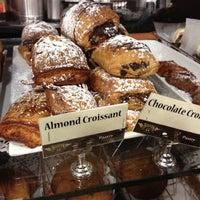12/8/2012 tarihinde AlohaKarina 🌺🌈🏝ziyaretçi tarafından Boston Common Coffee Company'de çekilen fotoğraf