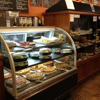5/3/2013 tarihinde AlohaKarina 🌺🌈🏝ziyaretçi tarafından Boston Common Coffee Company'de çekilen fotoğraf
