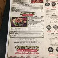 Foto scattata a Weeksie's da AlohaKarina 🌺🌈🏝 il 2/11/2017