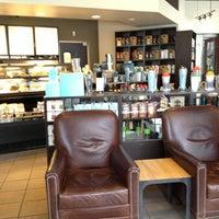 Das Foto wurde bei Starbucks von AlohaKarina 🌺🌈🏝 am 7/27/2013 aufgenommen