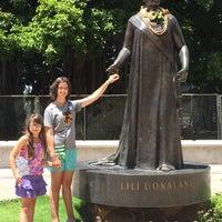 Photo taken at Queen Liliʻuokalani Statue by AlohaKarina 🌺🌈🏝 on 8/14/2015