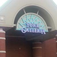 รูปภาพถ่ายที่ York Galleria Mall โดย Tammy S. เมื่อ 9/5/2013