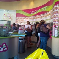 Photo taken at Menchie's Frozen Yogurt by Brian L. on 8/24/2013