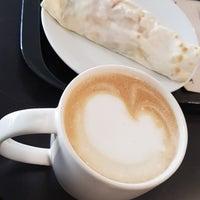 Foto tirada no(a) Starbucks por Nut N. em 12/23/2017